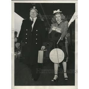 1945 Press Photo actor Wallace Beery & fiancee Sylvia Galfield in L.A.