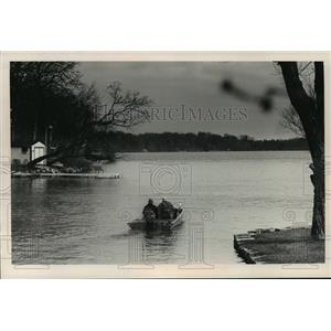 1989 Press Photo boaters on Upper Nemahbin Lake in Waukesha County. - mja35964