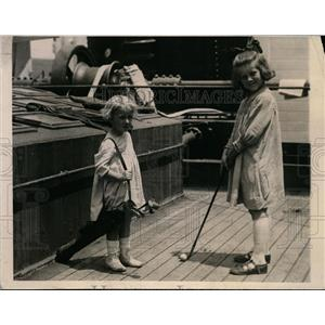 """1925 Press Photo Barbara and Jeane Grant Play Golf on """"Kroonland"""" to England"""