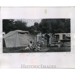 1963 Press Photo The Shiremans of Beaver Dam camp at Devils lake campground.