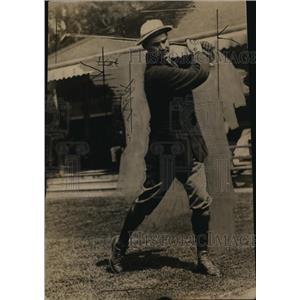 1922 Press Photo Golfer George Mickel tees off - net28169