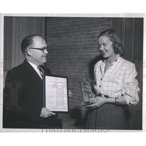 1954 Press Photo Carol Duvall Zenith Television award