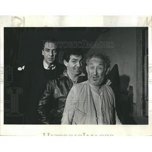 1963 Press Photo Caretaker Erhart Gordon Gilbert Actors