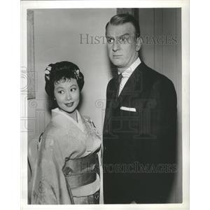 1959 Press Photo Michi Kobi Don Porter Actor Kimono