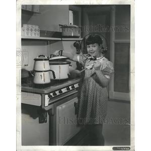 1936 Press Photo Paddy O Day Jane Withers Cooking - RRR67453
