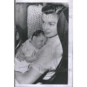 1953 Press Photo Esther Williams with her son sleeping - RRR75763