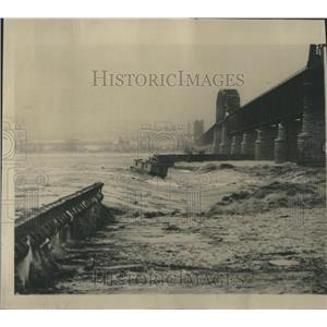 1948 Press Photo Ice Floes Over Dam Ohio River Louisvle - RRR21179