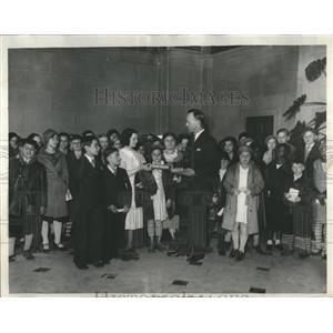 1933 Press Photo Spelling Bee Dorothy Valkovitch