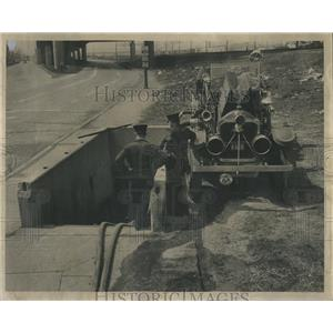 1949 Press Photo Cicero Firemen Pump Water Tunnel