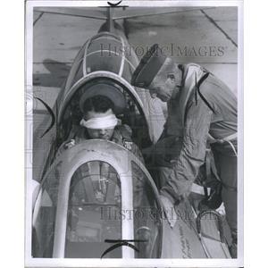 1937 Press Photo Mich Two Persins Plane Road Drive Stan