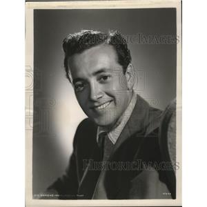 1951 Press Photo Vic Damone Signed Long Term Contract Movie WIth MGM - mjx21252