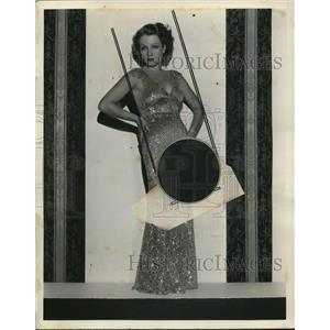 """1933 Press Photo Sari Maritza in Evening Gown for """"Evenings for Sale"""""""