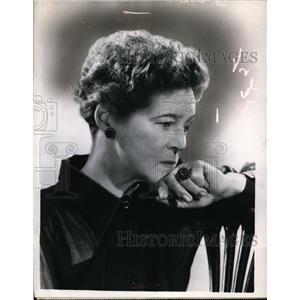 1951 Press Photo Eva Le Gallienne on New Theatre - nef47701
