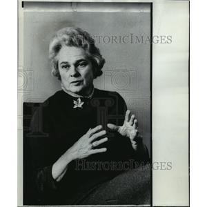 1907 Press Photo Generation Gap Works Both Ways Says Barbara Pearson Lange