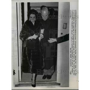 1958 Press Photo Elizabeth Taylor Leaving Home, Hollywood, California