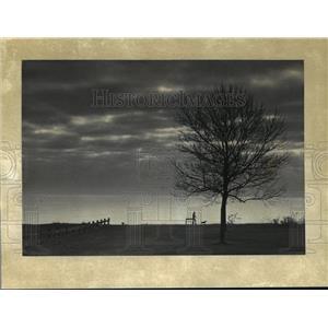 1982 Press Photo Winter Sky Along the lakefront in Lake Park. - mja42091