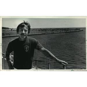 1983 Press Photo Bruce Pulkkila Overlooking the McKinley Marina landfill