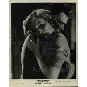 "1962 Press Photo Doris Svedlund and Hasse Ekman in ""The Devil's Wanton"""