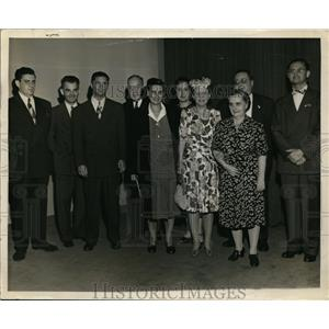 1945 Press Photo Guests at Screening of Columbia's Over 21 with Irene Dunn