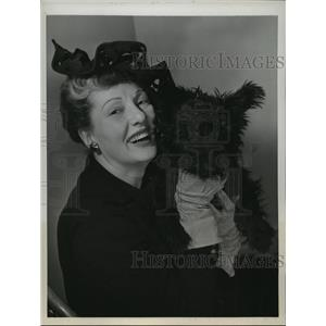1944 Press Photo Betty Blythe, silent screen star with her dog in New York