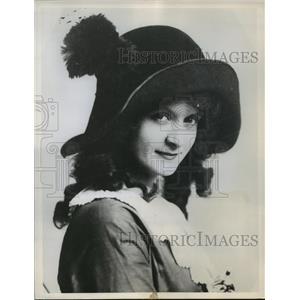 1949 Press Photo Billie Burke, American actress, famous on Broadway - mjx22226