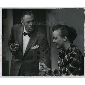 """1954 Press Photo Jerome Cowan and Martha Randall in """"The Moon is Blue"""""""