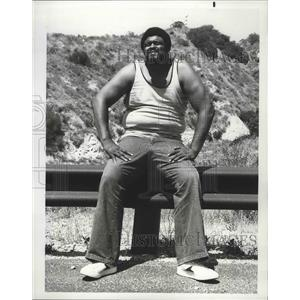 1977 Press Photo Massive Rosey Grier guest star in A Moving Violation