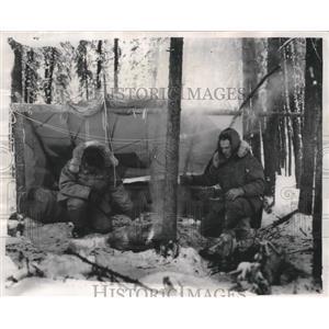 1969 Press Photo Airmen 1st Class Jose Padilla Jr and Roger C Piner - fux00328