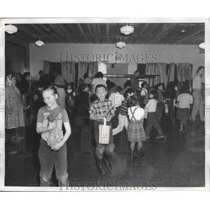 1961 Press Photo Children Entertain From Nearby Village of Unalakleet