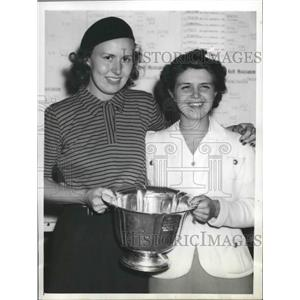 1942 Press Photo Golfers Betty Jameson, Phyllis Ottoin Women's Western Golf Meet