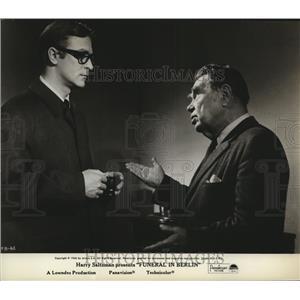 1966 Press Photo Funeral In Berlin starring Michael Caine, Oscar Homolka