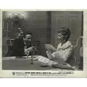 1964 Press Photo Robin and the Seven Hoods stars Peter Falk & Barbara Rush