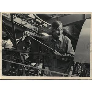 1972 Press Photo Dorothy T. Aiksnoras, Mechanic - mja43040