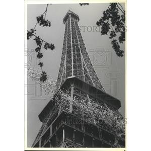 1989 Press Photo Balloons launch from Eiffel Tower as it celebrates centenary