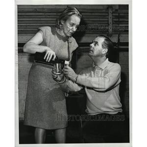"1965 Press Photo Ian Carmichael and Maureen Pryor in the play ""Boeing Boeing"""