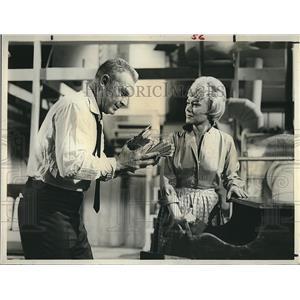 "1963 Press Photo Eddie Albert & Glynis Johns In Drama Movie ""Windfall"""