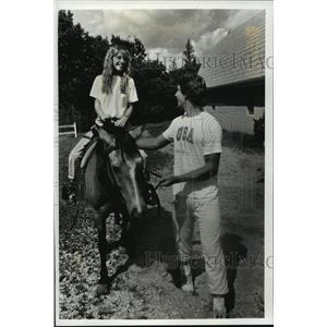 1989 Press Photo Jay Klister and Stacy Fenn enjoy a trail ride in Kettle Moraine
