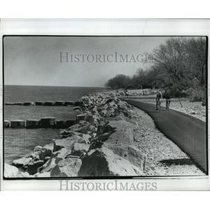 1977 Press Photo Lake Michigan Erosion Prevention Project - mja42020
