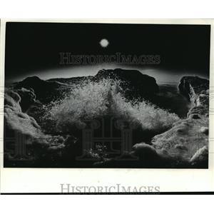 1982 Press Photo Ice sculptured waves on Milwaukee's lakeshore in winter.