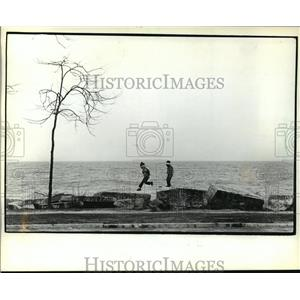 1983 Press Photo Children play on the big rocks on the lakefront. - mja42092