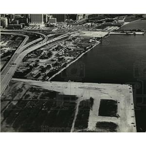 1980 Press Photo Aerial view of Milwaukee Lake Front - mja42108