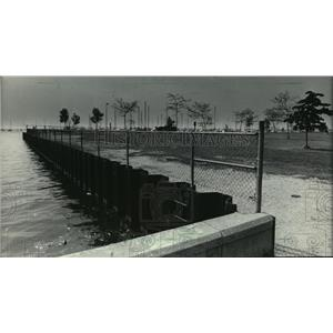 1983 Press Photo Fence North of the former Coast Guard station restricts access