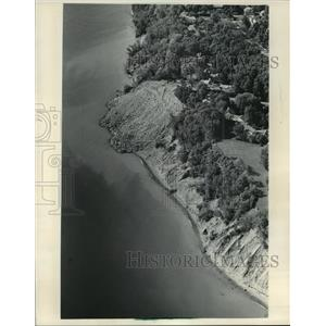 1985 Press Photo Erosion project at 4500 N. Lake Dr. is a center of controversy