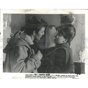 1963 Press Photo Leslie Caron Tom Bell L-Shaped Room