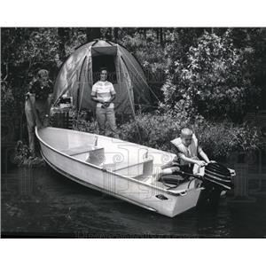 1965 Press Photo Family camping trip - spa35143