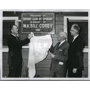 1965 Press Photo Unveiling a memorial plaque at Camp Gifford at Deer Lake