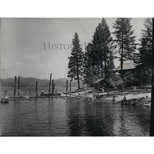 1952 Press Photo Beach front - spa36367
