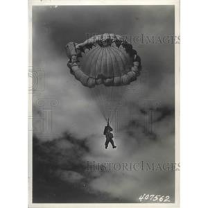 1945 Press Photo A man parachuting - spx14708