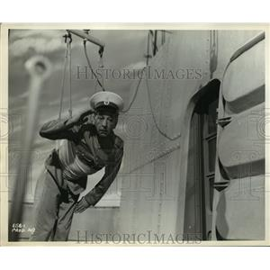 1958 Press Photo Actor Ronald Shiner in Girls at Sea  - ney24724