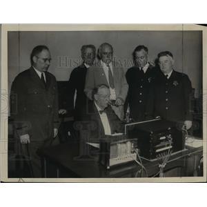 1934 Press Photo Mayor Mansfield Opens Boston, Massachusetts Police Radio